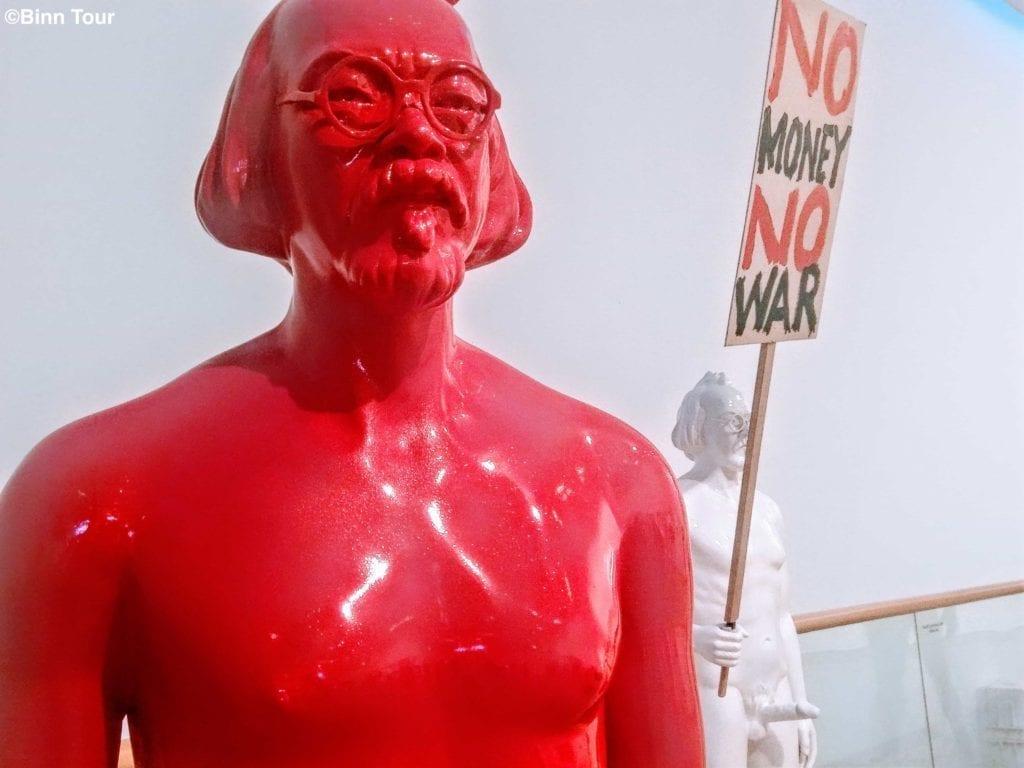 red statue of Vasan Sitthiket