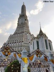 Der Tempel der Morgenröte (Wat Arun) mit seinem Hauptturm
