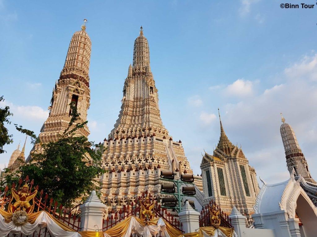 Blick auf die Türme (prang) des Wat Arun