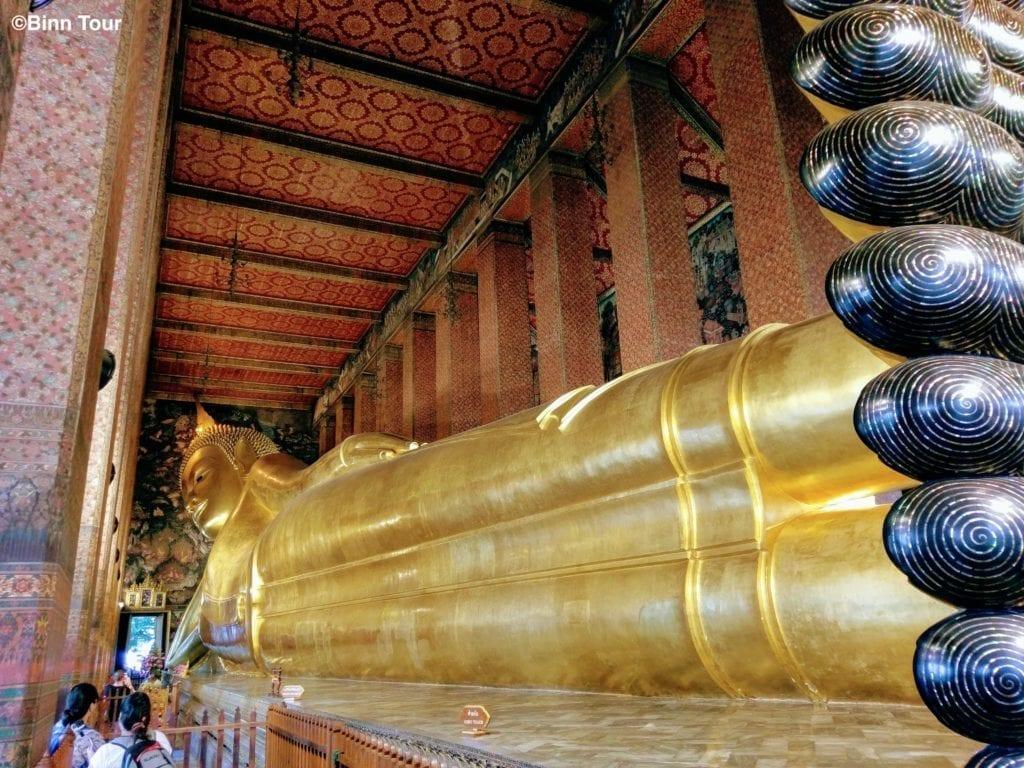 Der liegende Buddha im Wat Pho von Kopf bis Fuß