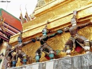 Affen-Statuen als Dekoration im Wat Phra Kaeo Tempel