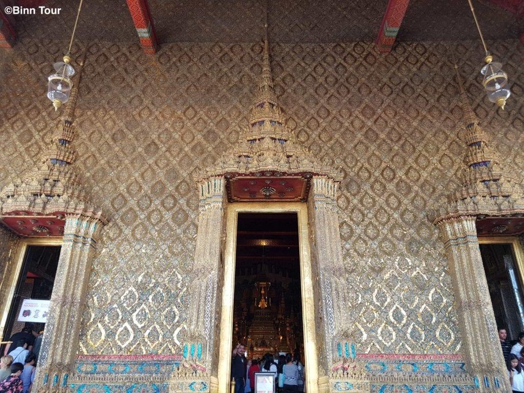Eingangstüren zur Hauptkapelle im Tempel des Smaragd-Buddha