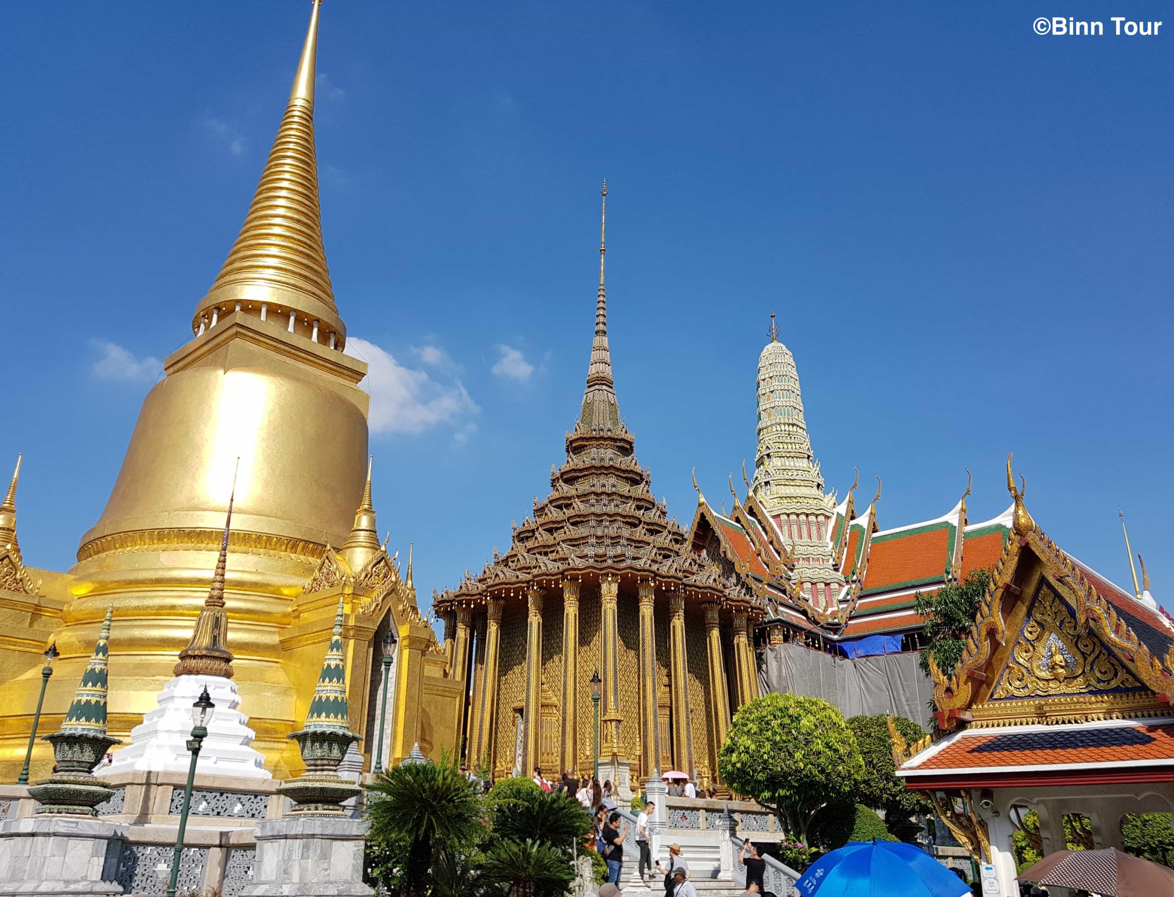Im Inneren von Wat Phra Kaeo (Tempel des Smaragd-Buddha)