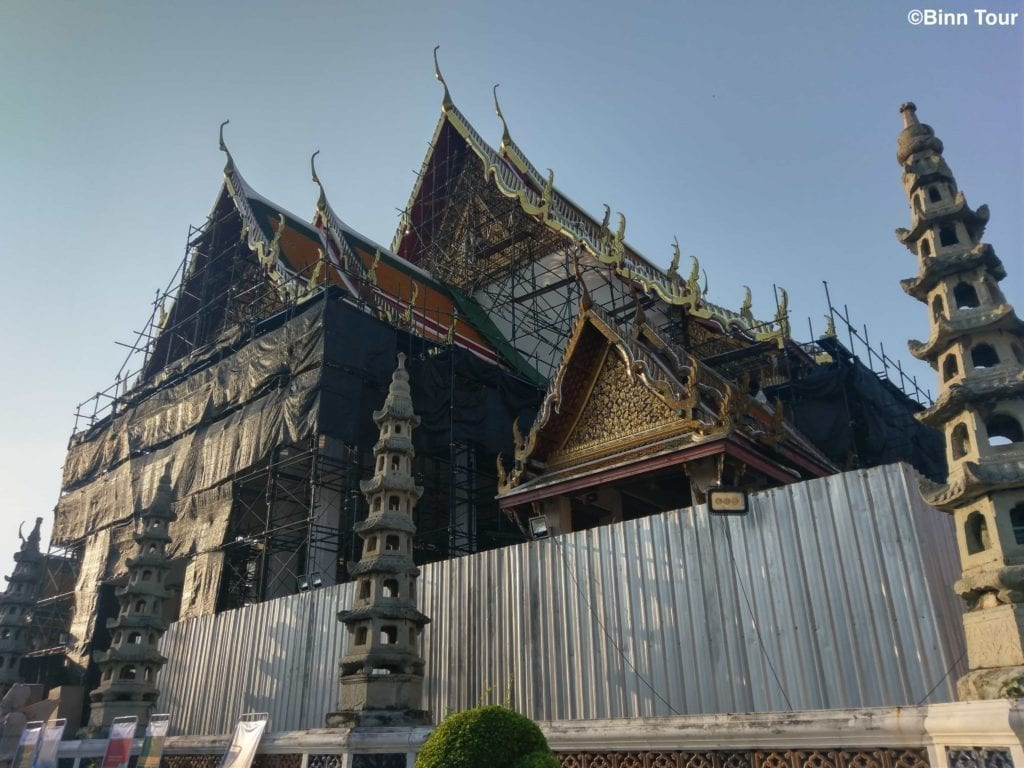 royal chapel of Wat Suthat under construction