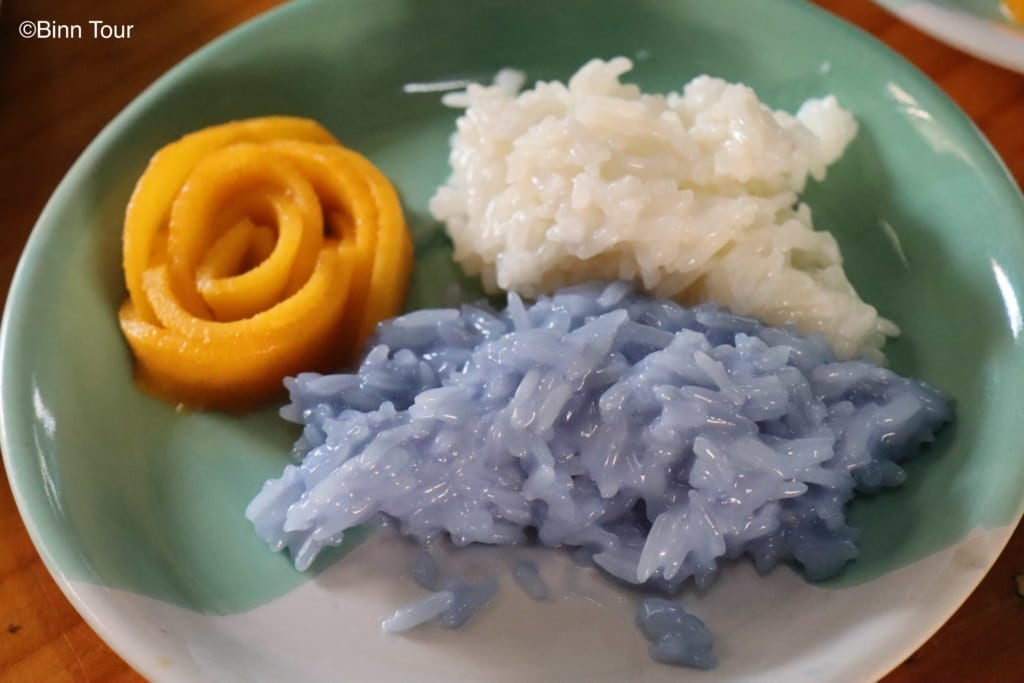 Mango sticky rice dessert with colored rice