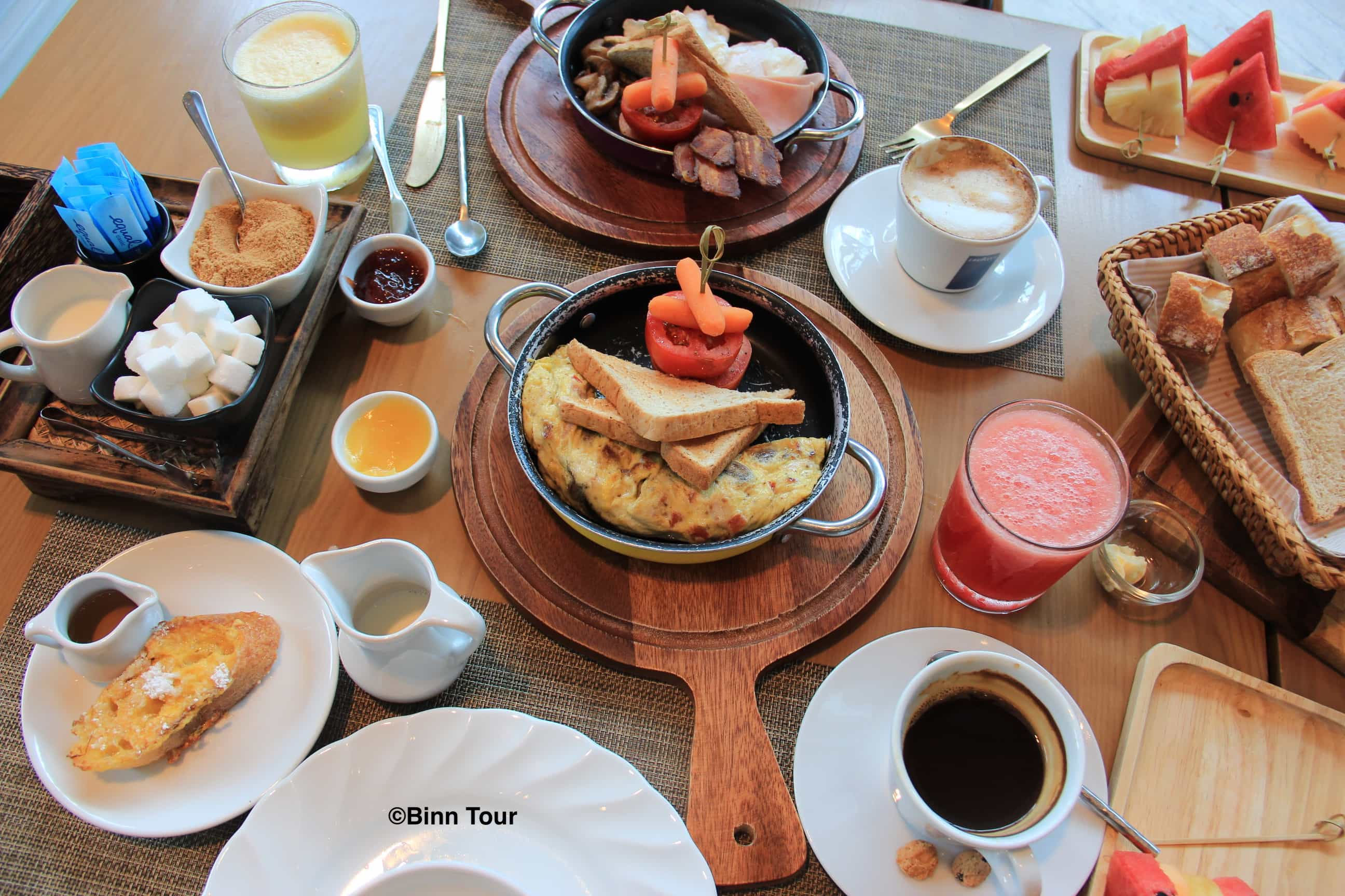 a hearty brunch at Cr?pes & Co